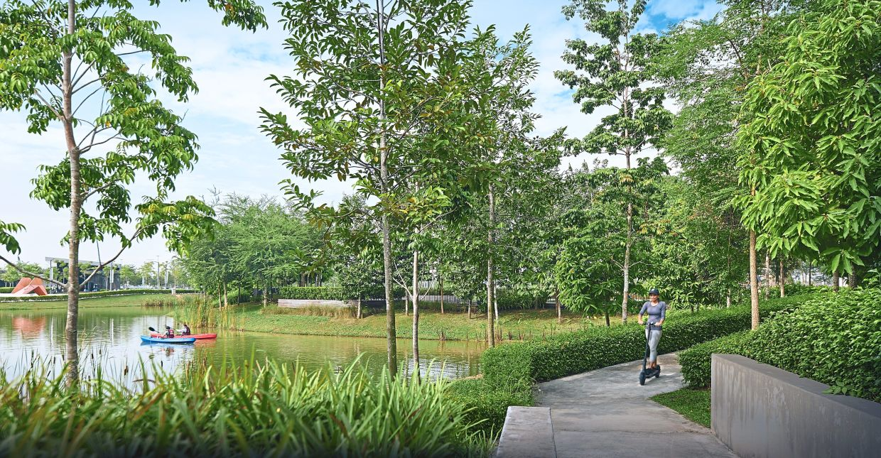 The 104-hectare twentyfive.7 township offers many facilities, including a lush pet-friendly Central Park with lakes.