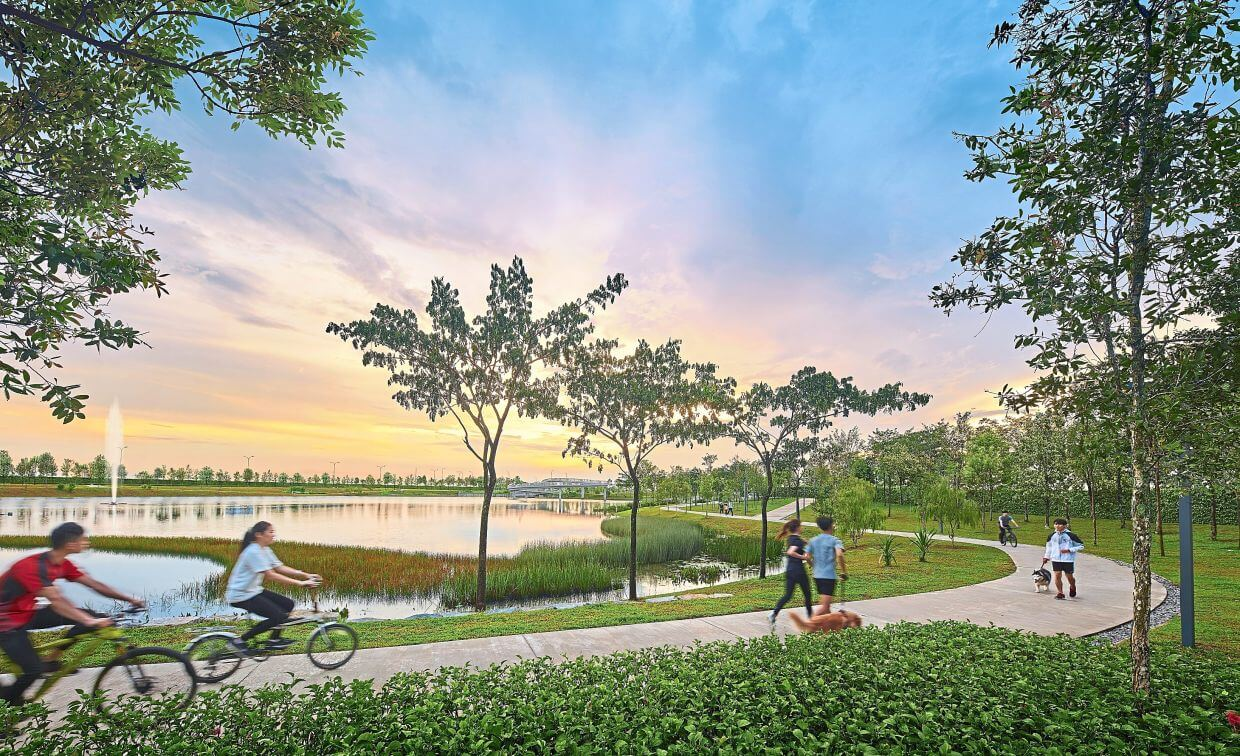 Gamuda Cove's vibrancy is heightened by a 24.3ha (60-acre) pet-friendly Central Park with three lakes, complemented with a cycling and walking path.