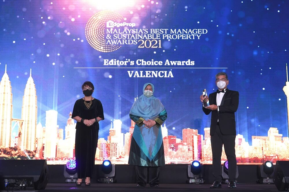 (From left): EdgeProp Malaysia editor-in-chief and managing director Au Foong Yee, Housing and Local Government Minister Zuraida Kamaruddin and Tang. (Photo by Low Yen Yeing/EdgeProp.my)
