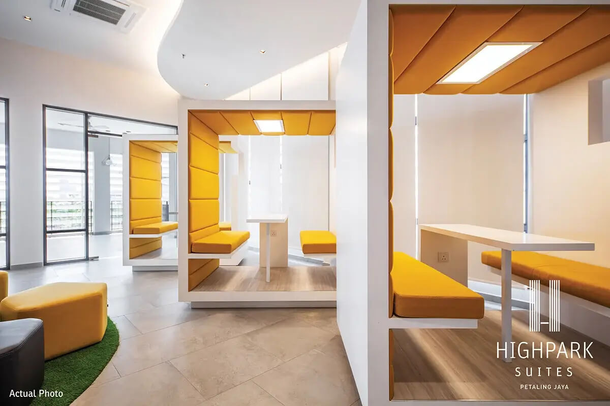 Working pods at HighPark Suites' Business Centre offer a conducive space for small group collaborations.